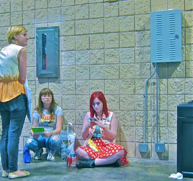 Florida Tampa Bay Comic Con - teen titans texting