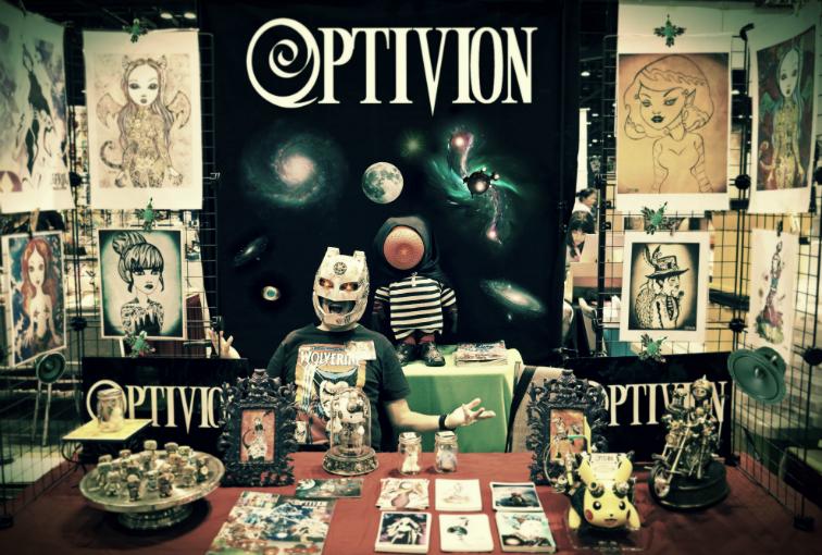 optivion - comiccon display